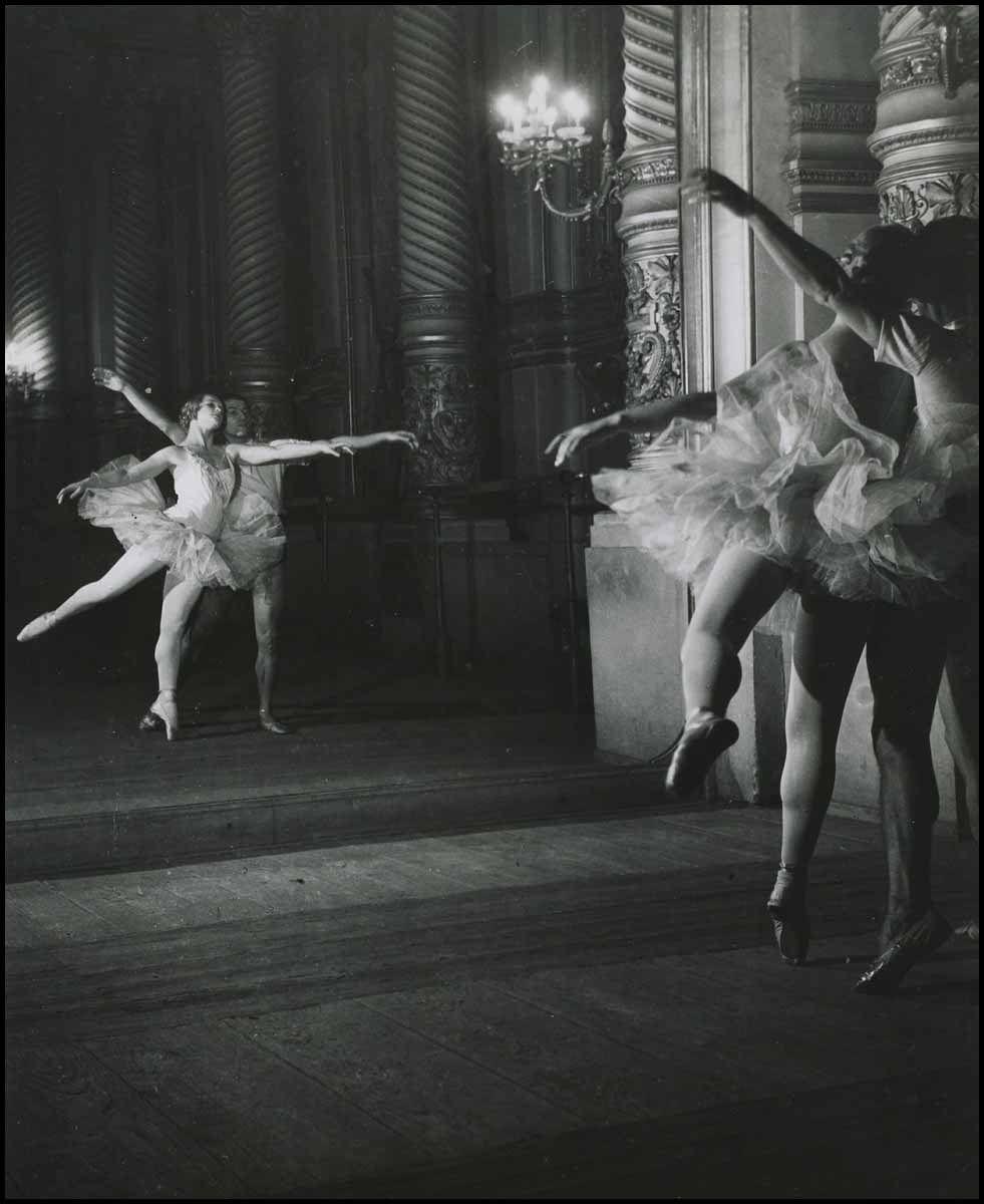 1936. Марина Семёнова и Серж Лифарь Репетиция