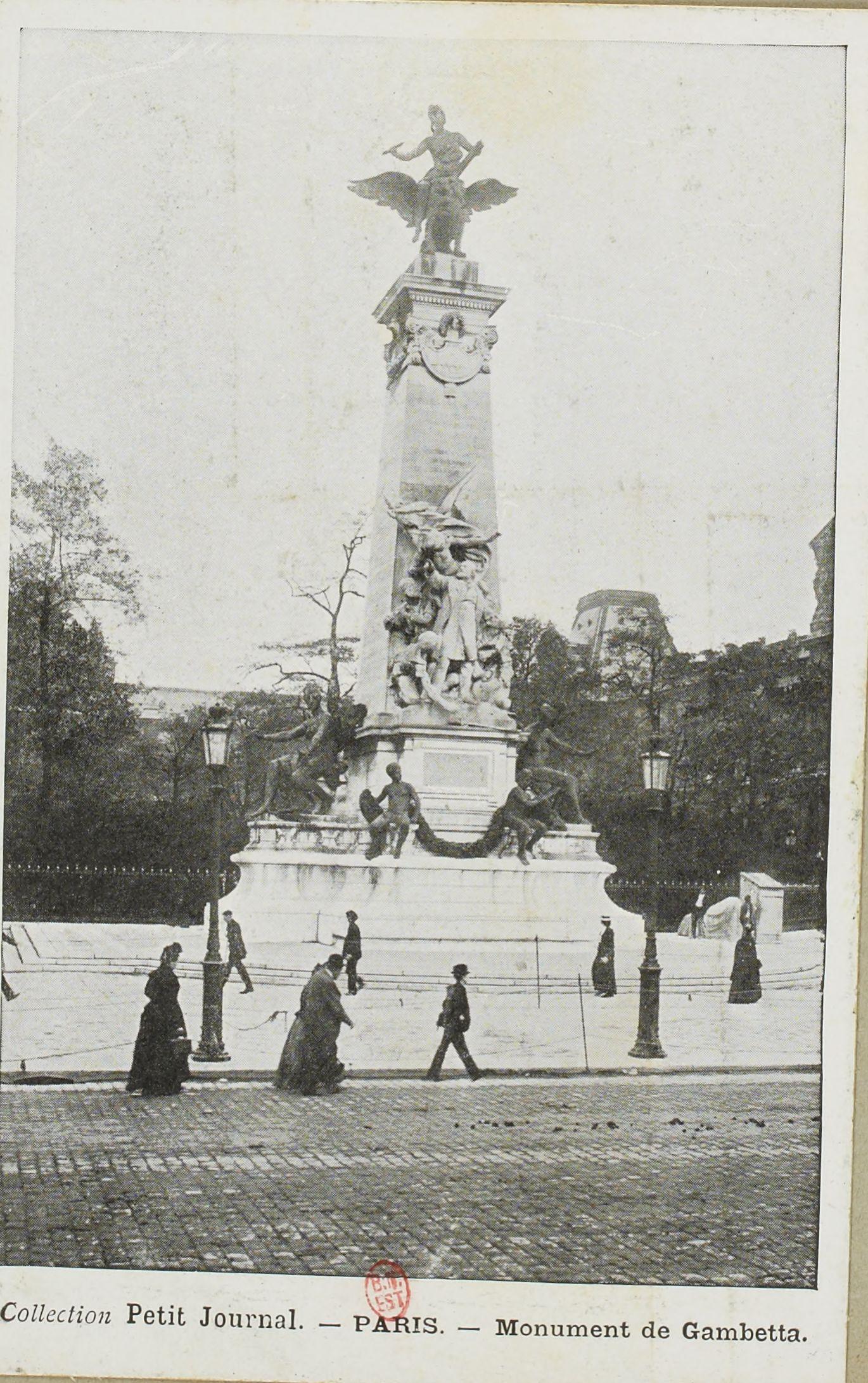 Памятник Гамбетта на площади Каррузель