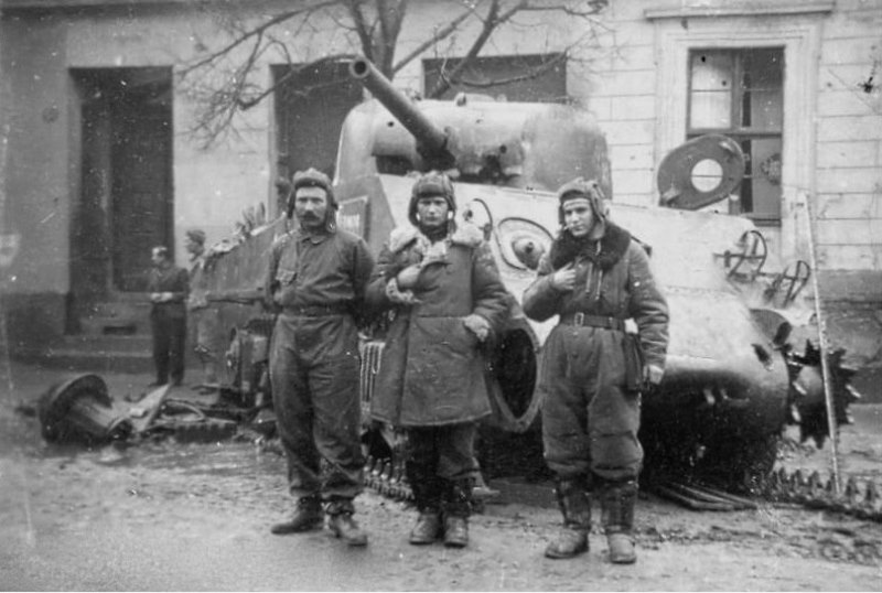 """Подбитый советский танк M4A2 """"Шерман"""". Чарнкув, Польша."""