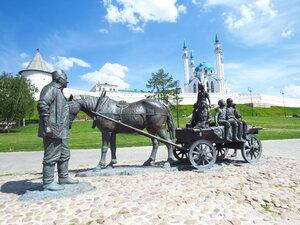 памятник Благотворителю у подножия Казанского Кремля
