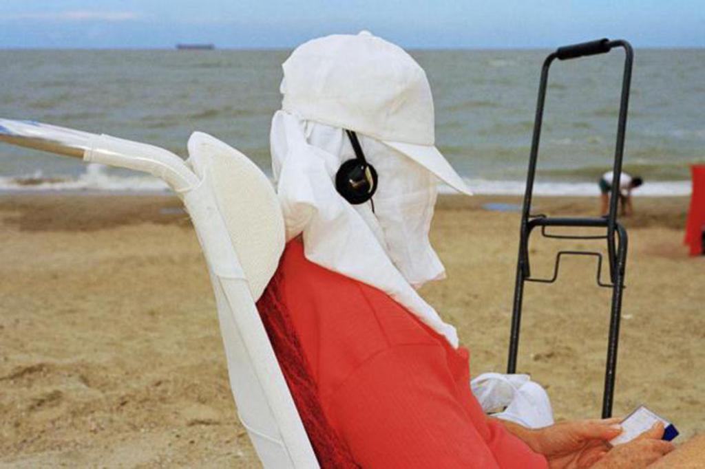 За долгие десятилетия, в течение которых автор фотографировал пляжи в разных странах, он собрал уник