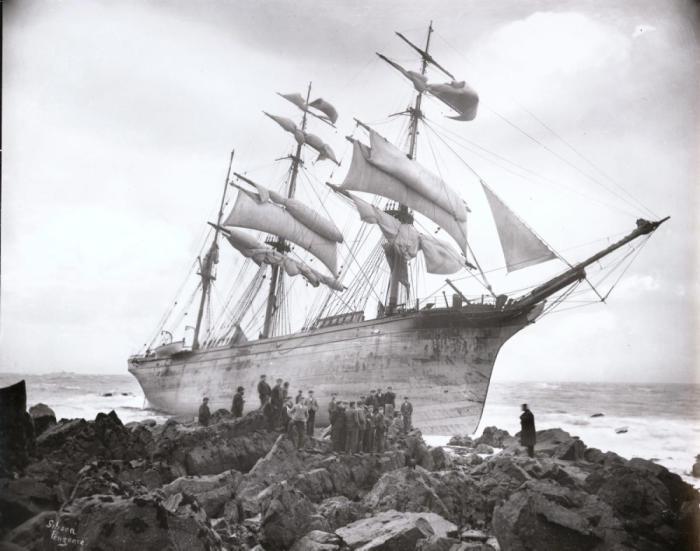 Норвежский парусник «Hansy» разбился в Корнуолле. Трое мужчин были спасены спасательной шлюпкой, а в