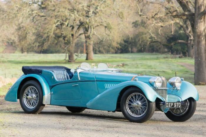 Проданный Bugatti 57SC Sports Tourer был доставлен в 1937 году новым в Нью-Йорк, а годом позже показ