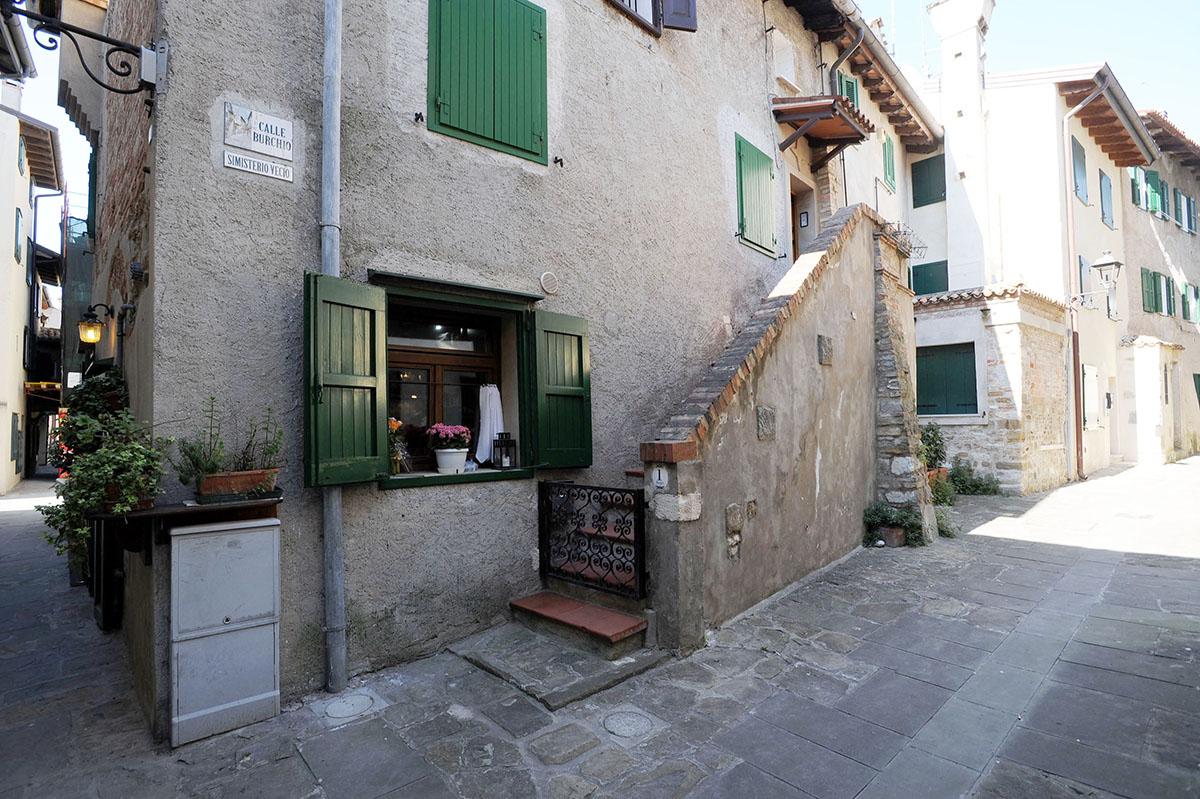 8. Историческая часть Градо прекрасно сохранилась. Практически все миниатюрные средневековые домики