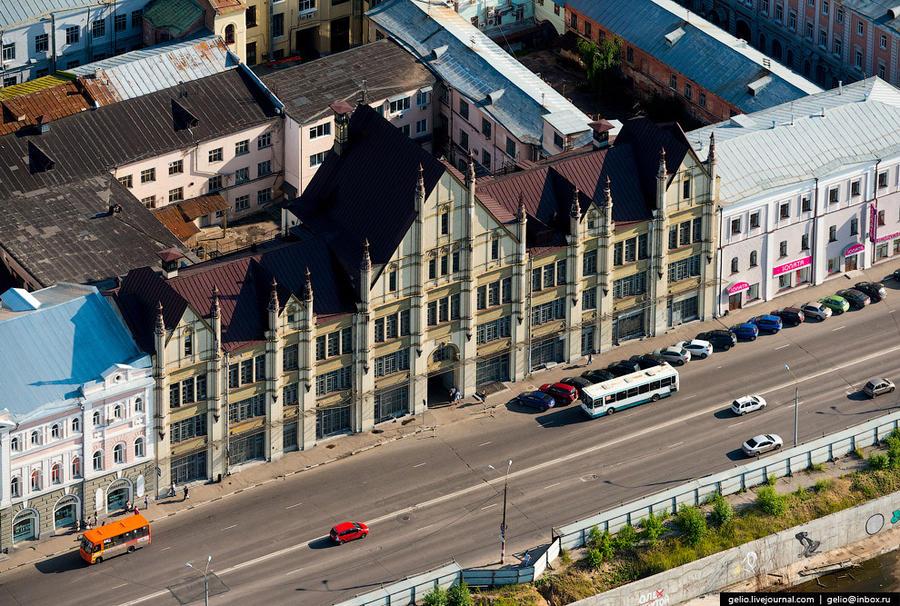 20. Бывший доходный дом С.М.Рукавишникова. Здание построено в 1911—1913 годах. Фасад торгового дома