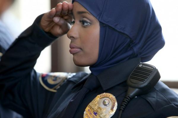 В милиции Канады разрешили хиджаб