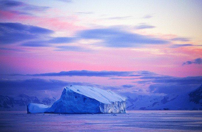 ОтАнтарктиды откололся «небольшой» айсберг размером сМанхэттен