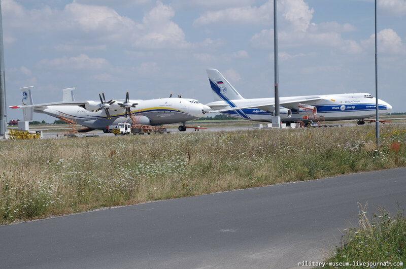 Ан-22 и Ан-124-100 в Лейпциге