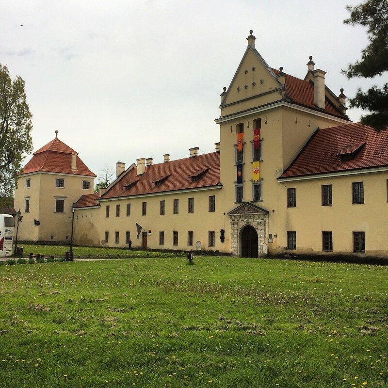 Замок в Жовке