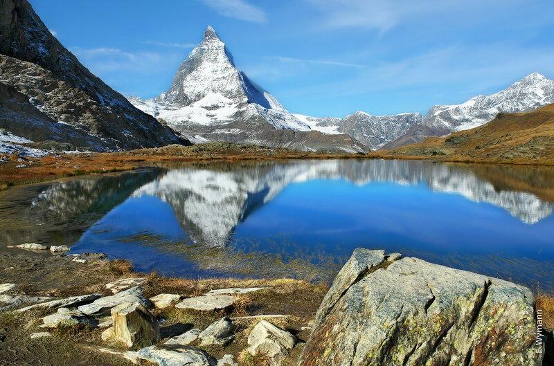 я люблю отражение гор на поверхности чистых озер...