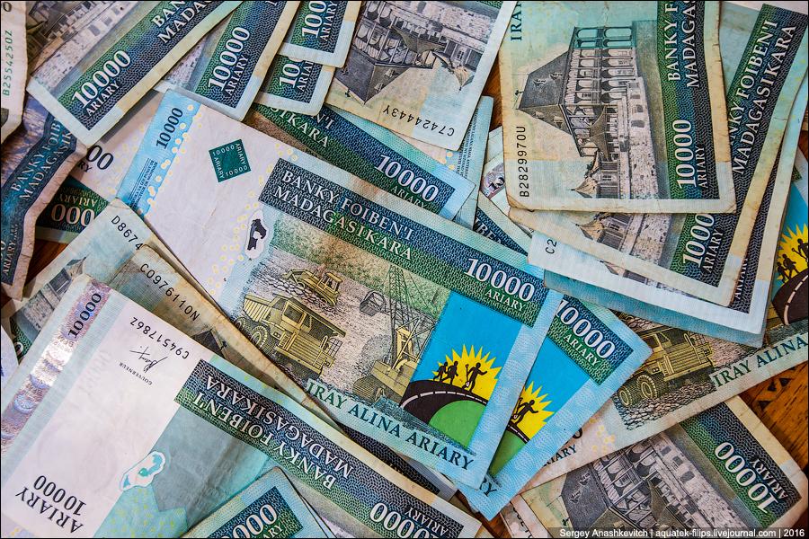 Когда в твой стране одновременно две национальные валюты