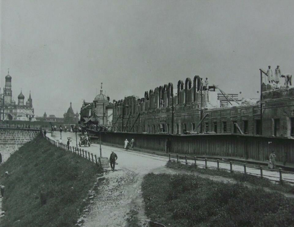 506141 Здесь будет построено Здание Дома на Набережной 1927—1928.jpg