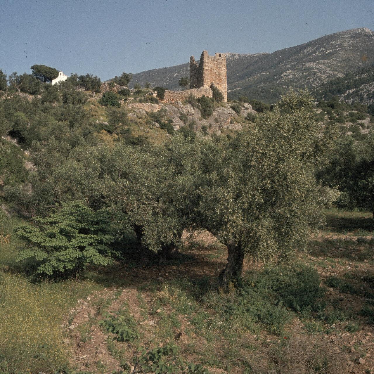 Эгосфены. 14-ти метровая  угловая башня на юго-востоке. IV в. до н.э.