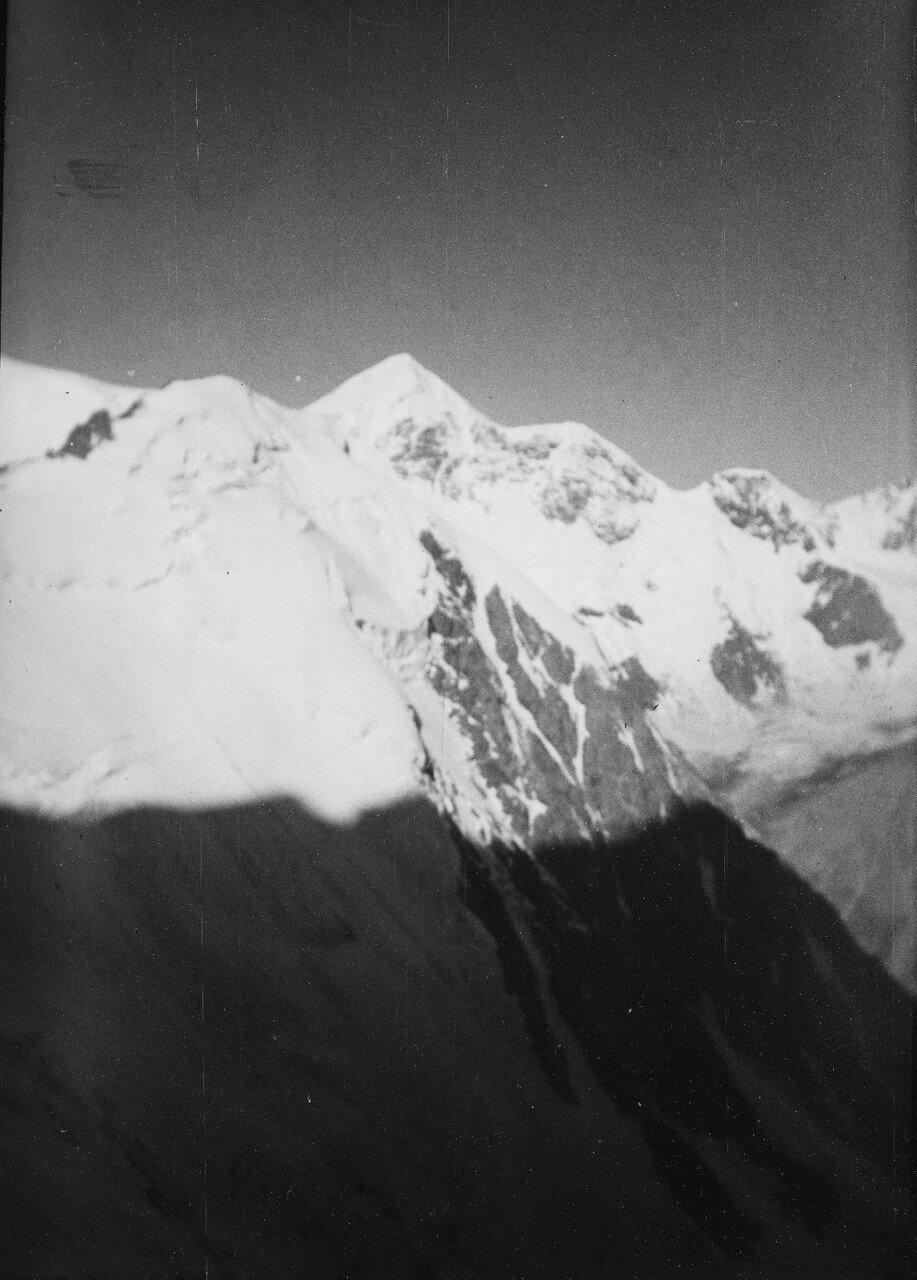 17-23 августа. Группа II. Дых-тау (5058 м). Первое восхождение по южному хребту Дых-тау. Вид с юго-западного хребта на запад от Гестолы