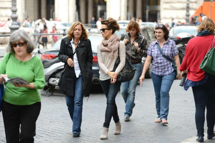 18. Рим, Италия Приталенные футболки, джинсы, летящие юбки и платья до колена – вот чему отдают пред