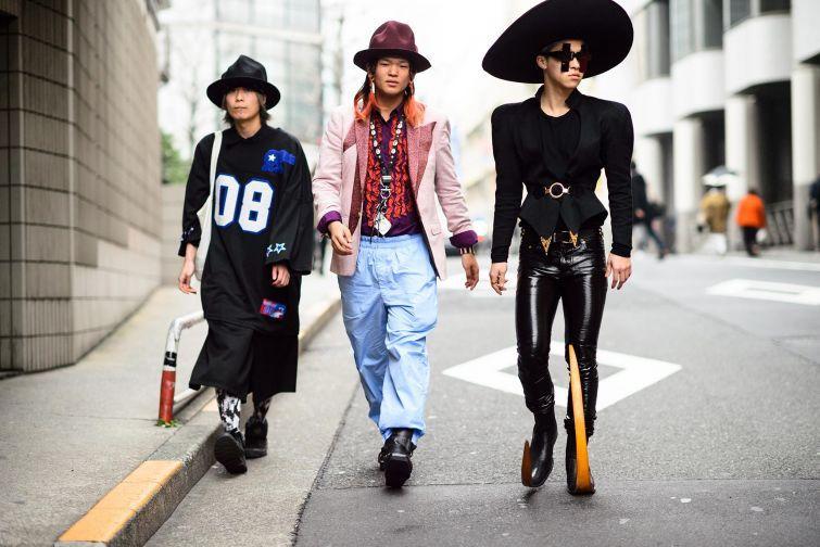 23. Токио, Япония В Токио мужчины на деловые встречи отправляются в простых черных костюмах, а женщи