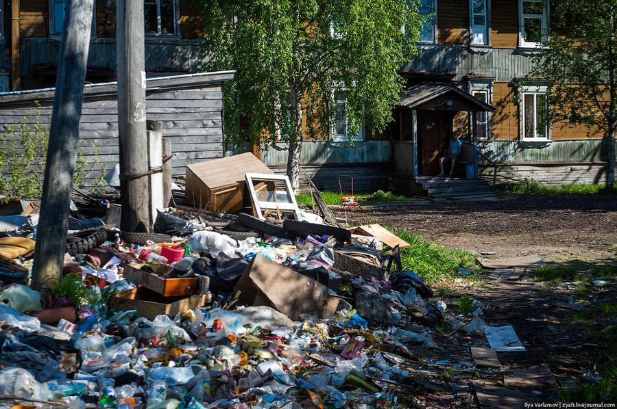 66. Некоторые свалки не вывозят по полгода, другие, по словам местных жителей, 2 года не убирают!