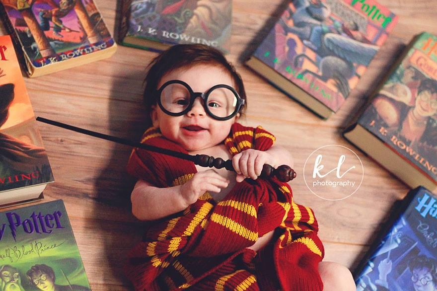Очаровательная фотосессия малыша в образе Гарри Поттера (5 фото)