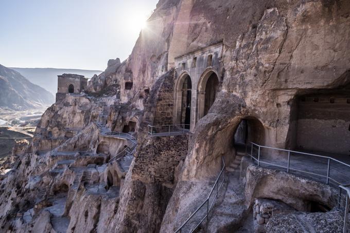 Кутаиси Главные достопримечательности столицы Имеретии — храм Баграти и Гелатский монастырь, к