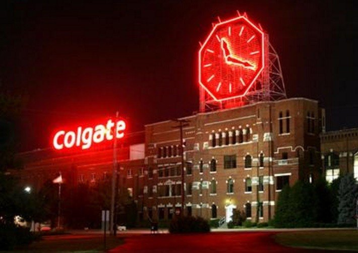 На эти часы вы будете приходить и смотреть вновь и вновь, потому что их 12-метровый циферблат бы