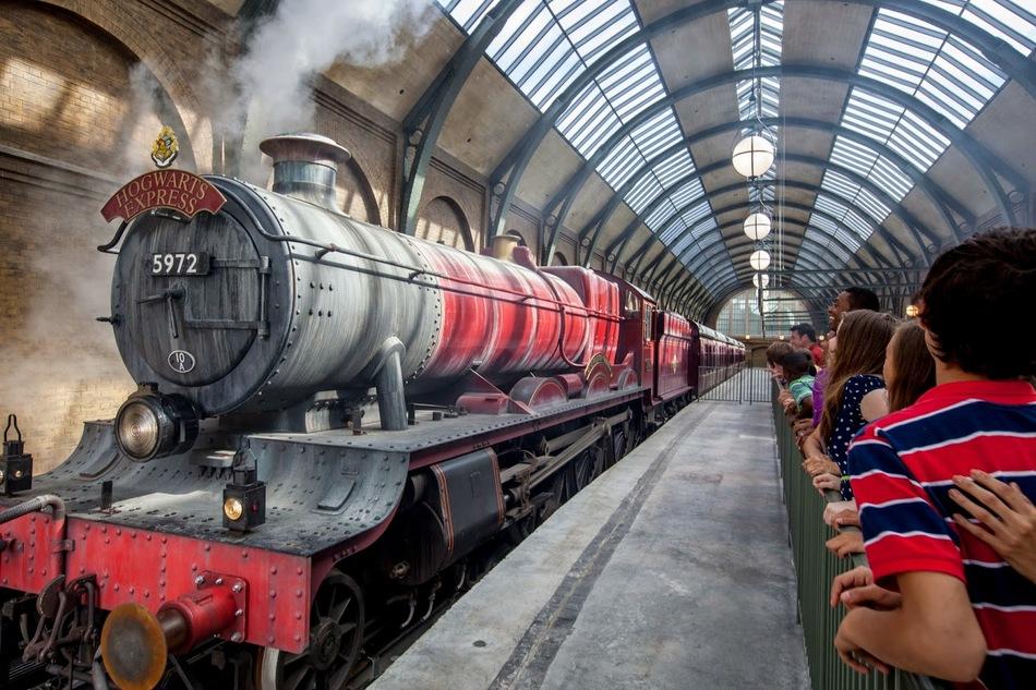 Тематический парк «Волшебный мир Гарри Поттера» просто огромен. Он занимает площадь в восемь гектаро