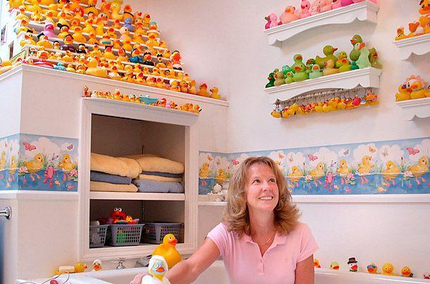 Пэм Баркер собрала коллекцию из 18000 игрушечных сов.
