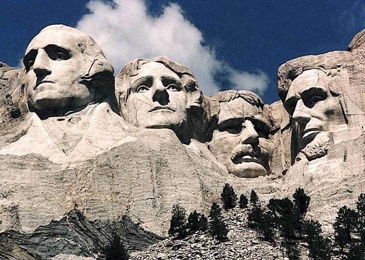 Гора Рашмор сейчас. В горе вырезаны головы президентов Джорджа Вашингтона, Томаса Джефферсона, Теодо