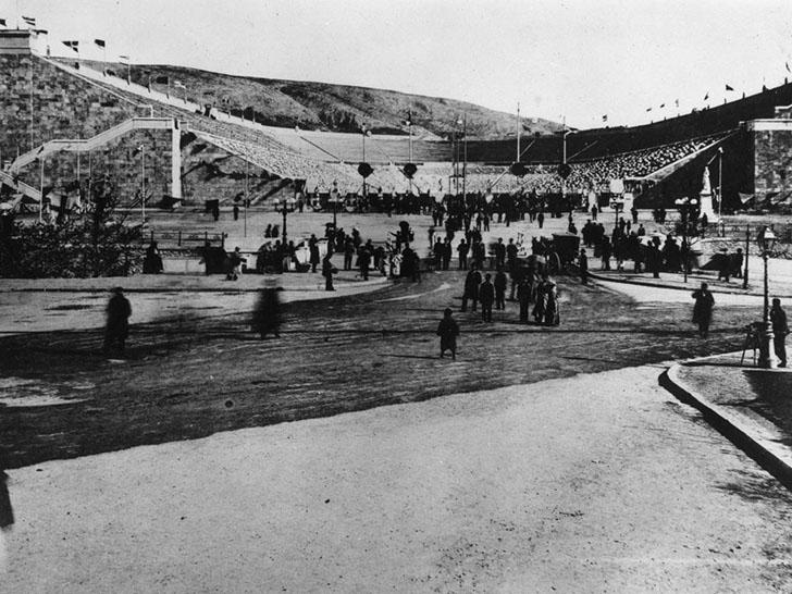 Олимпийские игры в 1896 году. Начавшиеся в 776 году до нашей эры, Олимпийские игры когда-то проводил