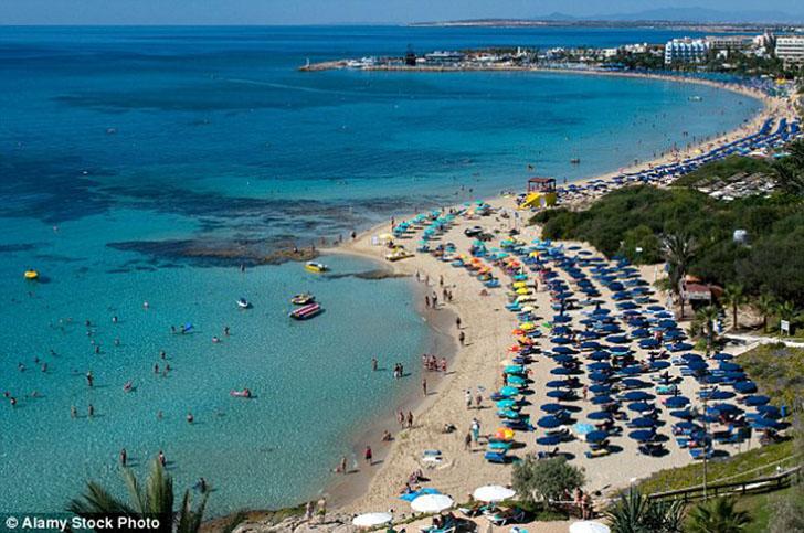 Им удалось вернуться обратно на Кипр, однако мама одного из молодых англичан оказалась не в восторге