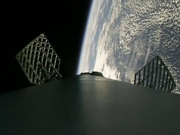 Falcon 9 благополучно вывела наорбиту десять спутников обновленного поколения