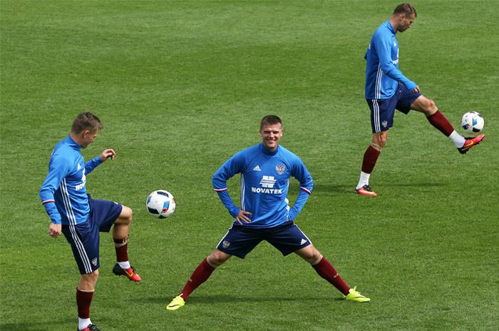 Сборная РФ пофутболу поднялась на60-е место врейтинге ФИФА