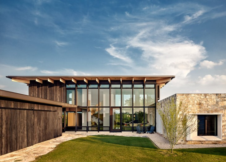 Michael Hsu Architects and Laura Roberts designed this contemporary mansion situated in Texas, Unite
