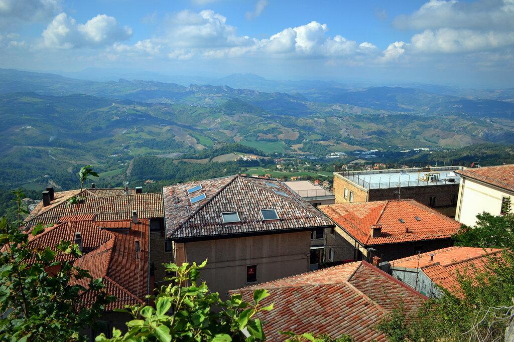 Апеннины и крыши Сан-Марино