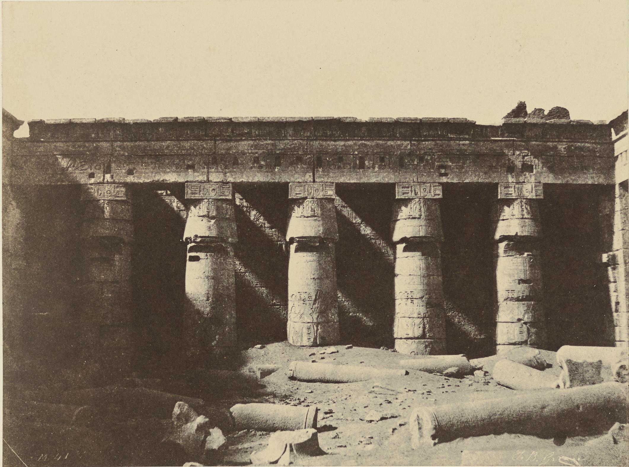 Мединет-Абу. Двор погребального храма Рамсеса III