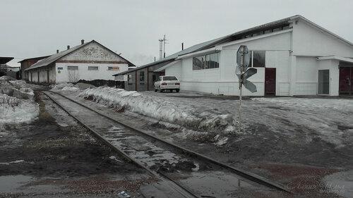 Фото города Инта №7517  Строение, расположенное на повороте к восточному въезду на