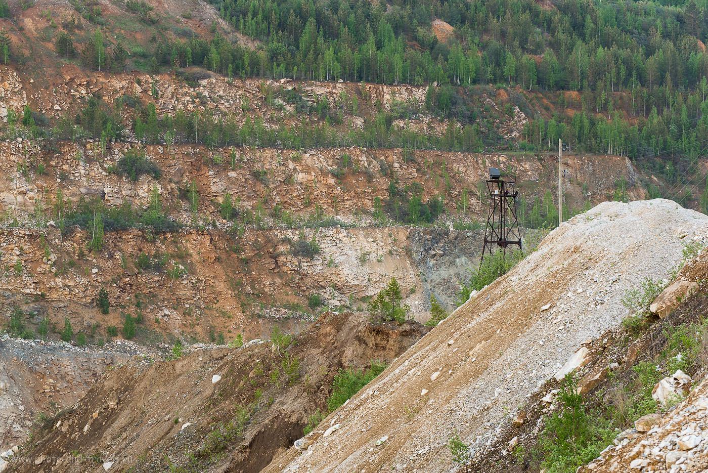 7. Ново-Черемшанский никелевый карьер. Оцените высоту каждой ступени (телевик Никкор 70-300, настройки: 100, 110 мм, 10.0, 0.4 секунды)