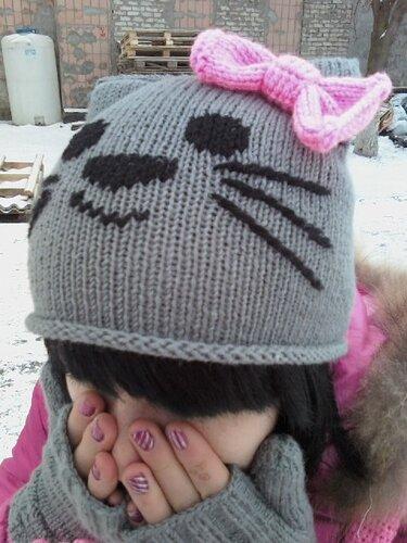 Шапка-кошка,шарфик,минетки и сумка.  Связано из трёх мотков ярко...
