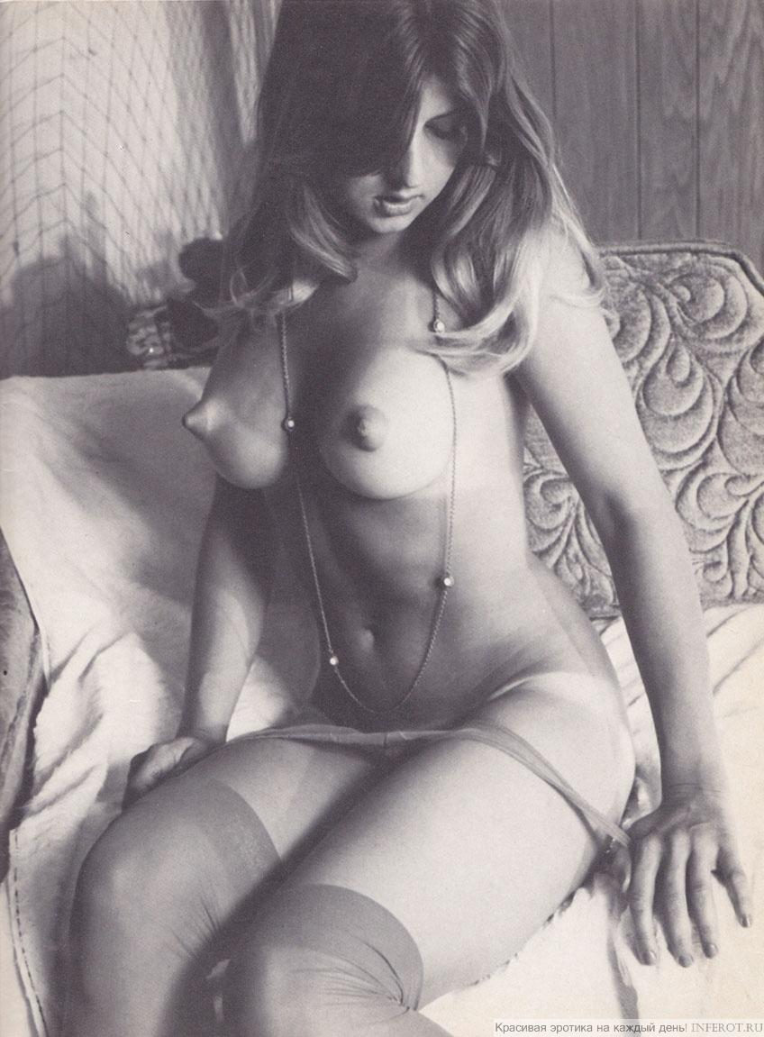 Девушка с острыми сосками