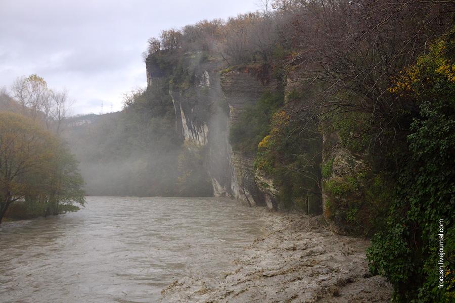 Река Мзымта в районе Ашхтырского ущелья