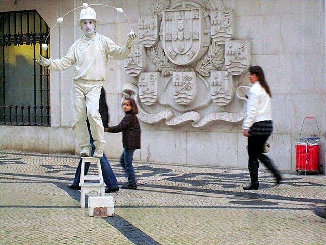 Лиссабон Португалия клоун