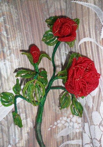 Бисер: чешский (красный, светло-зеленый) Китайский: темно-зеленый. роза из бисера. красная роза. цветы из бисера...