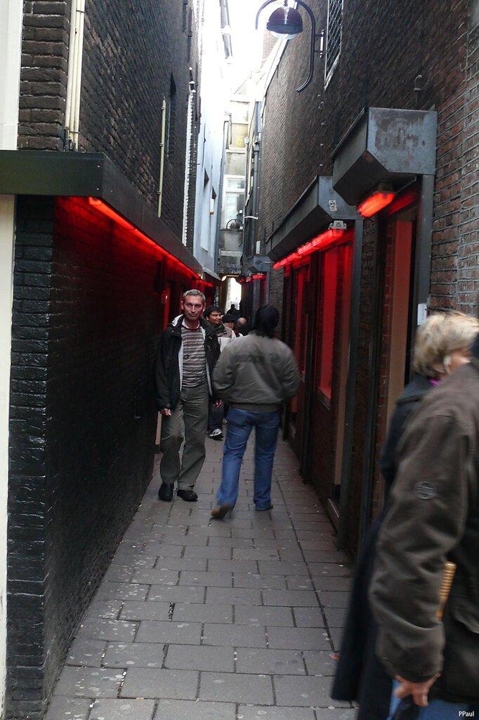 Амстердам улица красных источник