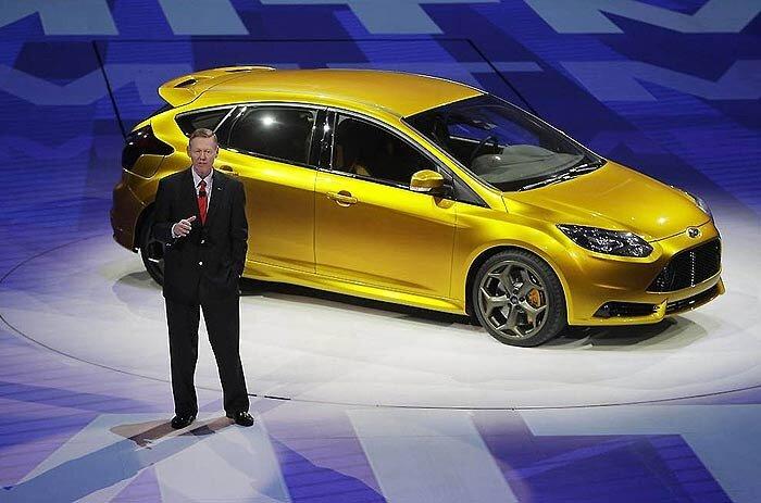 Президент компании Ford Алан Маллали и Ford Focus ST