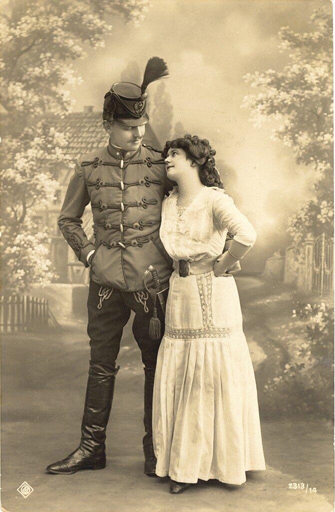 Австро-Венгерский солдат гусарского полка и его супруга