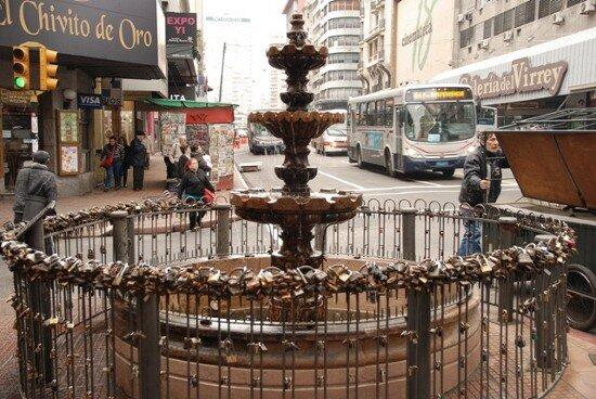 Уругвай - фонтан в Монтевидео