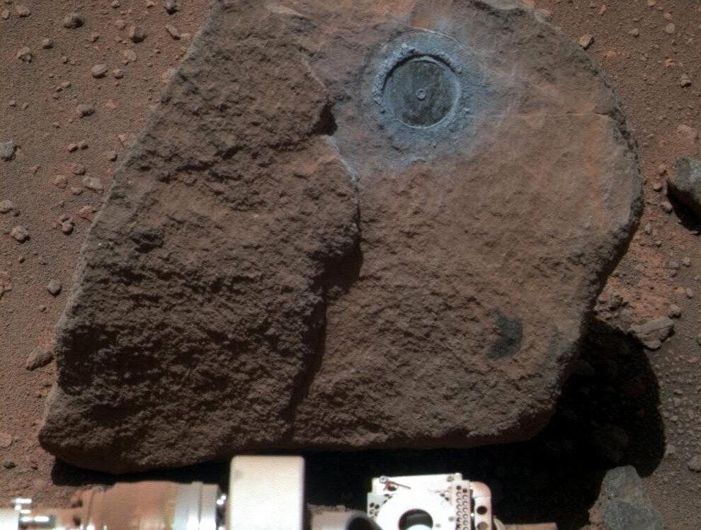 Марсоход «Opportunity» сфотографировал часть камня