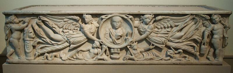 Саркофаг - Виктории с медальоном