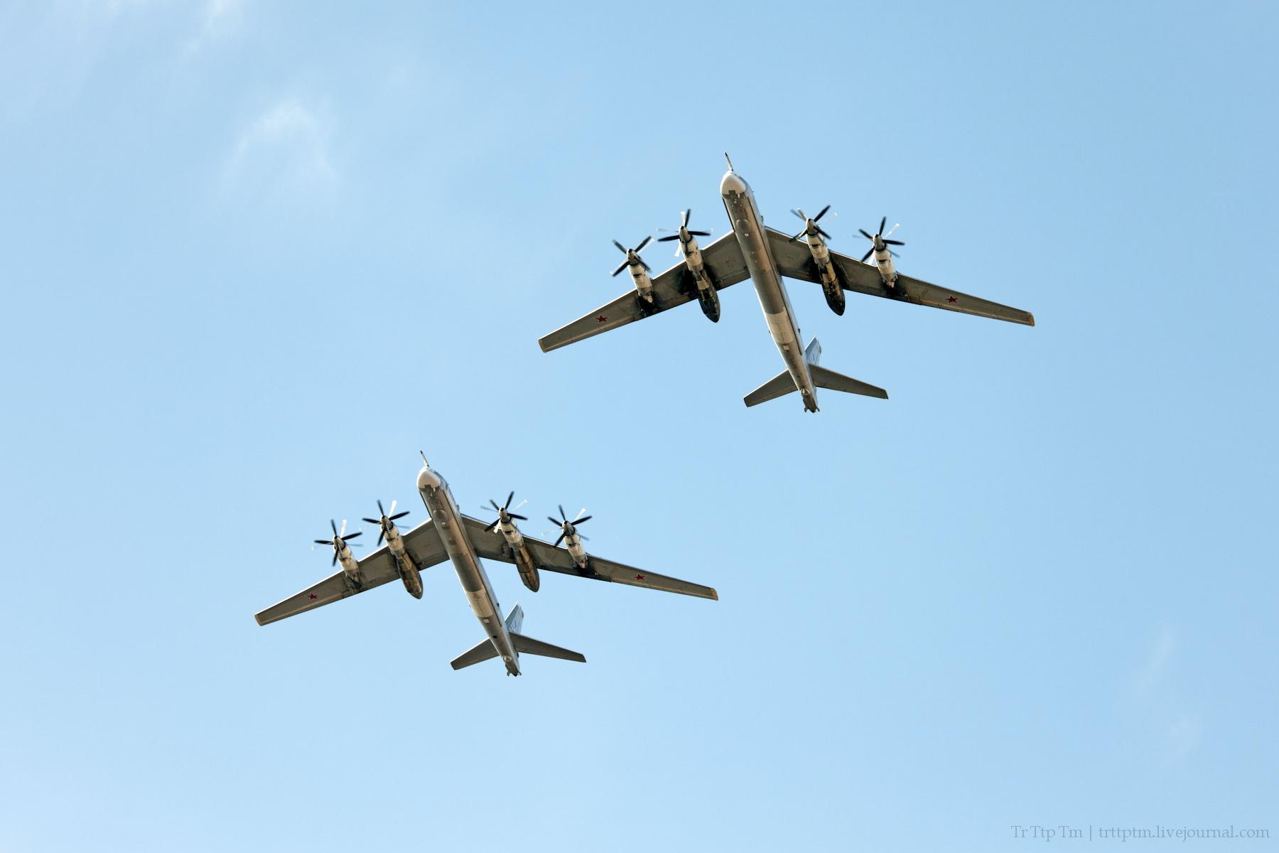 7. Военная авиация над Маркизовой лужей.