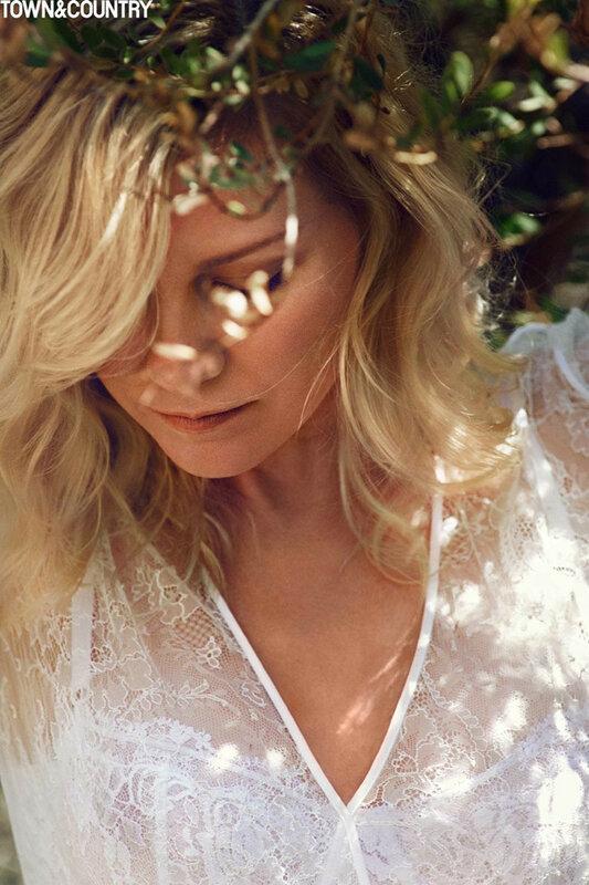 Kirsten-Stewart-Town-Country-2015-Cover-Shoot02-800x1444.jpg