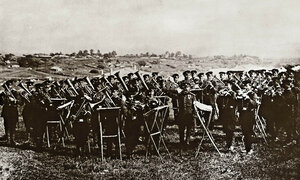 Музикалният батальон на Руската армия репетира в близост до Генералния щаб, село Горна Студена 1877 г.